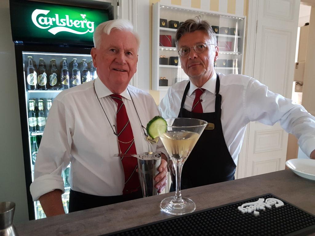 Peter Bjuvberg och Peter Svensson  Mässvärdar i Ulinders bar på Militärsällskapet